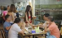 Mặc bikini bán hàng: Xúc phạm những người có tâm hồn lành mạnh