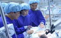 Chưa thể phẫu thuật tách rời cặp song sinh dính liền ở Hà Giang
