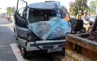 Quảng Nam: Ô tô chở gỗ tông đuôi xe tải, 2 người thương vong