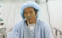 Người phụ nữ ngủ ngồi suốt 3 năm được phẫu thuật miễn phí
