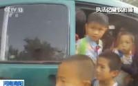 Hãi hùng 38 người bị 'nhồi' trong xe 7 chỗ