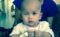 Nước mắt đắng cay của người mẹ có con 14 tháng tuổi nguy kịch vì ung thư võng mạc