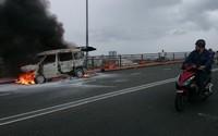 Đà Nẵng: Ôtô bốc cháy ngùn ngụt giữa cầu Thuận Phước