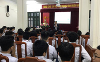 Giám đốc Bệnh viện Phụ sản dạy học sinh lớp 8 về sức khỏe sinh sản