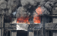 Tòa nhà 27 tầng đang cháy dữ dội, cha bất chấp lao vào biển lửa cứu con gái