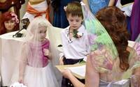 Bật khóc khi biết lý do bé gái 5 tuổi đòi cưới cậu bạn trai thân thiết