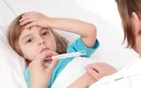 Những việc không nên làm khi trẻ sốt
