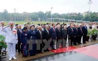 Hàng vạn người viếng thăm Phủ Chủ tịch nhân Ngày sinh nhật Bác