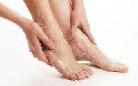 Cách trị khô, nứt gót chân hiệu quả trong mùa lạnh