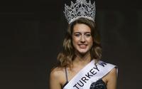 Hoa hậu bị tước vương miện sau một ngày đăng quang
