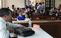 Hi hữu: Học sinh mù mắt vì bị ném thước kẻ, nhà trường phải bồi thương hơn 100 triệu