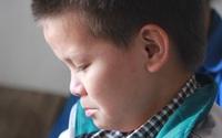 Ánh mắt ngây dại của em bé không cha, mẹ bị ung thư giai đoạn cuối không biết nương tựa vào đâu