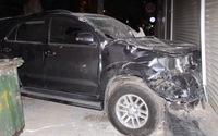 """Đà Nẵng: """"Xế điên"""" nát bươm sau khi đâm sập hàng rào bãi đậu xe"""