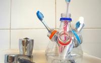 10 cách tái chế hoàn hảo những vật phẩm đơn giản để cất giữ bàn chải đánh răng