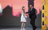 """MC Lại Văn Sâm đóng vai """"công chúa"""", chờ cô bé 10 tuổi đến giải cứu"""