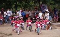 Những hình ảnh ngộ nghĩnh của các bé trong đường đua xe đạp thăng bằng