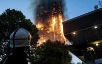 Người mẹ ném con thoát khỏi đám cháy ở chung cư London
