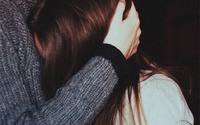 Đã từng rất nhiều đêm, chúng tôi ôm nhau trầm ngâm trước mâm cơm lạnh tanh, vậy mà...