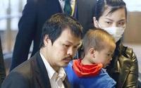 Bố mẹ bé Nhật Linh trở về Việt Nam