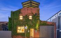 """Ngôi nhà được ví như ốc đảo xanh mát xuất hiện giữa lòng thành phố khiến ai cũng """"mê mệt"""""""
