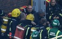 Tòa nhà 27 tầng hỏa hoạn: Ông lão vẫy áo kêu cứu thoát nạn sau 12 giờ hỏa hoạn ở Anh