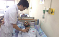 Chàng trai Tây bị ung thư máu được người dân Việt cưu mang