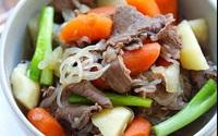 Bò hầm cà rốt và khoai tây