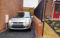 Bỏ ra một số tiền lớn mua nhà nhưng lại rước bực do không thể mở cửa ôtô vì garage quá hẹp