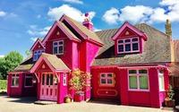 Tuy rất nhiều chị em yêu màu hồng nhưng không phải ai cũng đủ can đảm sơn nhà hồng rực thế này