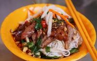 Quán bún thịt nướng bình dân ngon nhất chợ Bàn Cờ, Sài Gòn