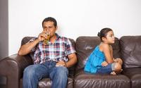 Chứng kiến cha uống rượu, con rối loạn tâm thần