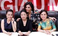 Ba chị em Cẩm Ly, Hà Phương, Minh Tuyết cười tít bên mẹ