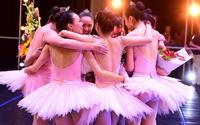 Nữ sinh trường múa khoe tài trong ngày thi tốt nghiệp