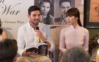 Siêu mẫu Hà Anh cùng chồng Tây tình tứ trong lễ ra mắt sách của ông bà nội