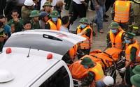 Bão nuốt 8 tàu hàng: Đội tàu 'liều mình' vượt sóng cao 7m cứu người