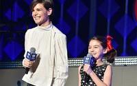 Con gái Tom Cruise gây bất ngờ khi lên sân khấu giới thiệu Taylor Swift trình diễn