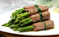 Cách làm thịt bò cuộn măng tây cho bữa tối ngon ngất ngây