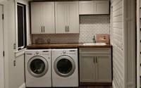 Ông bố dành nửa năm tự sửa không gian ẩm mốc thành phòng giặt hiện đại