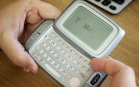 Những chiếc điện thoại có thiết kế kì lạ nhất hành tinh