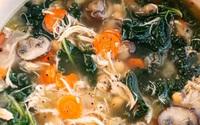 Súp gà và rau củ ấm bụng ngày rét nàng Bân