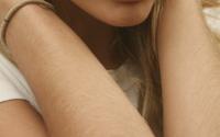 Tay chân mọc nhiều lông có phải bị bệnh?