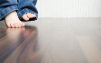 Đây là cách cực đơn giản nhưng sẽ giúp sàn gỗ nhà bạn luôn sạch bóng kể cả khi đã dùng lâu năm