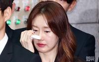 Nữ diễn viên Hàn Quốc say xỉn không mở nổi mắt ở họp báo