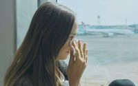 Vì sao một số người dễ khóc trên máy bay