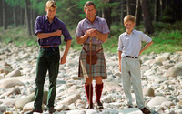 Hoàng tử Harry từng bị bạn bè chê cười vì thói quen học từ bố