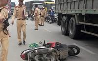 Hà Nội: Xe tải cuốn người đàn ông đi xe máy vào gầm tử vong
