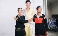 Bố mẹ H'hen Niê lặn lội từ Tây Nguyên xuống Sài Gòn tiễn con gái thi Miss Universe