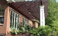 Những mẫu mái hiên không chỉ để che nắng che mưa mà còn giúp ngôi nhà đẹp hơn