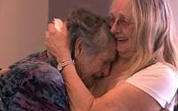Mẹ đoàn tụ với con gái tưởng đã mất 69 năm trước