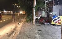 Ngồi ăn uống trên vìa hè mừng Việt Nam vô địch AFF Cup, 2 người bị xe khách tông tử vong